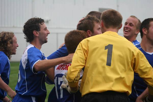 ud-mens-soccer-general-2006-09-04_005