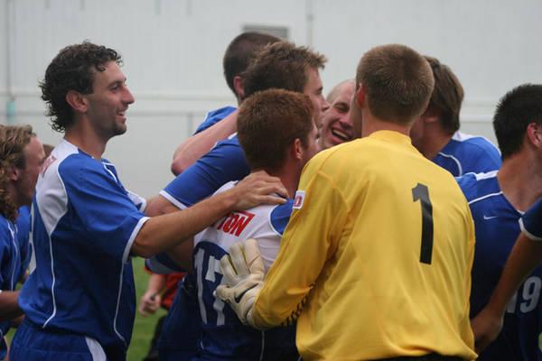 ud-mens-soccer-general-2006-09-04_017