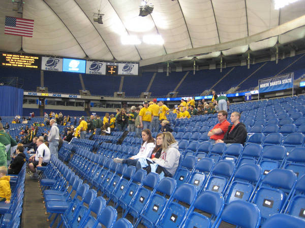 ncaa-minneapolis-2009-03-23_042